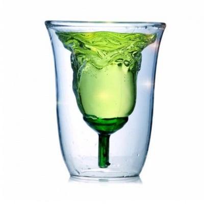 Чаша с формата на роза