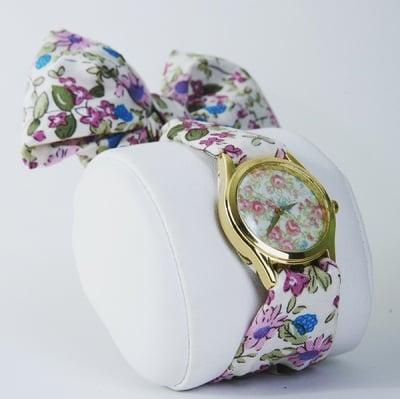 Часовник шалче на цветя