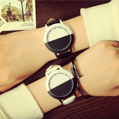 Touchscreen часовник Black and white
