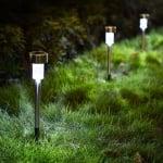 Градинска соларна лампа