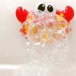Забавна детска машинка за балончета и музика